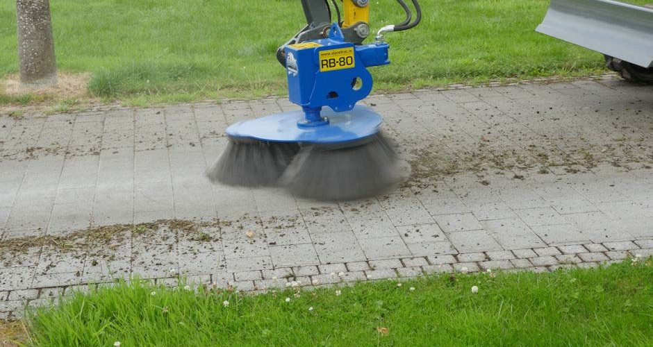 Slanetrac-RB80-Block-Paving-Brush-Cleaner-Mini-Digger-Attachment-7